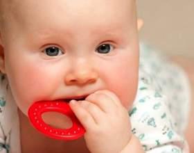 Як допомогти дитині впоратися з сверблячкою під час прорізування зубів фото