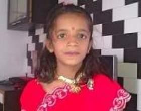 Мурашник в вусі індійської дівчинки фото
