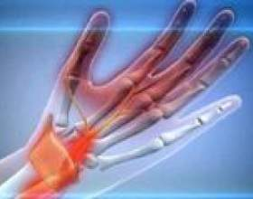 Німіє мізинець і безіменний палець на лівій руці фото
