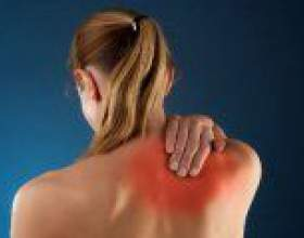 Чому болить спина в області лопаток? фото