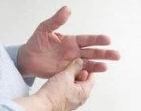 Чому німіє мізинець на правій руці? фото
