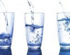 Розвіяний міф про користь восьми склянок води на добу фото