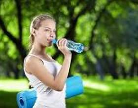 Вчені дізналися, як пити воду і худнути фото
