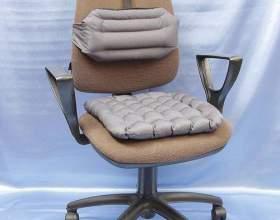 Вибір ортопедичної подушки для сидіння на стілець фото